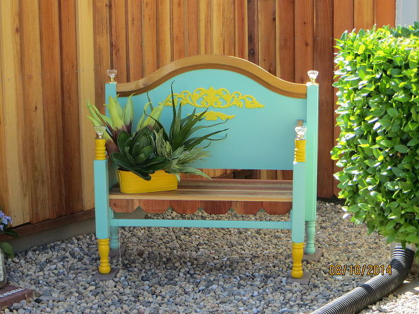 1443475147-outdoor-furniture-bench-bed-frame-repurpose-upcycle-diy-outdoor-furniture-repurposing-upcycling-1